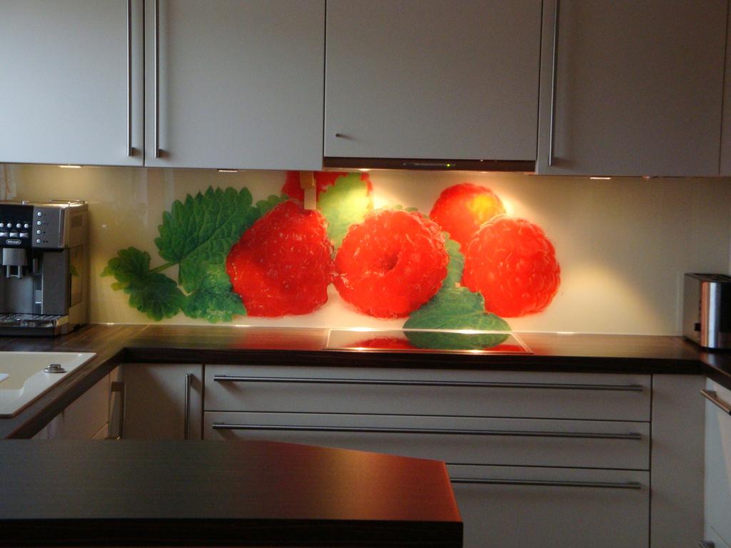 Glasrückwand Küche glasrückwand küche eine glaswand in ihrer kueche wertet diese auf