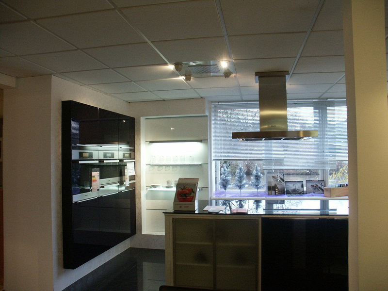 k che glasfront fronten aus glas gibt es in verschiedenen. Black Bedroom Furniture Sets. Home Design Ideas