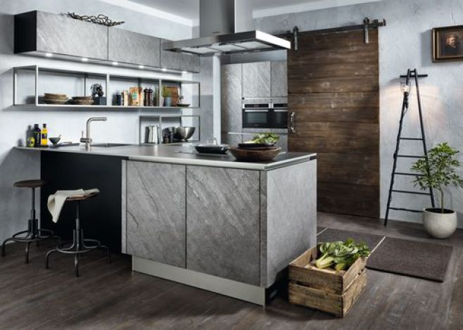 Neue Küche 2018 Mod Silverstar mit Licht und alter Schiebetür